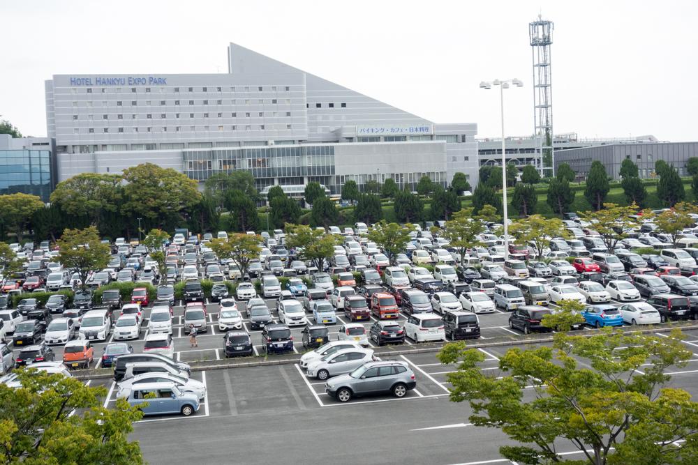 万博記念公園 大型駐車所